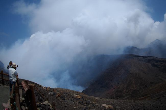 阿蘇山中岳火口