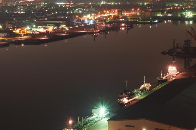 四日市港ポートビルから望む工場夜景