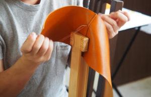 レザーショルダーバッグ製作記 その1 〜型紙からパーツを切り出す〜