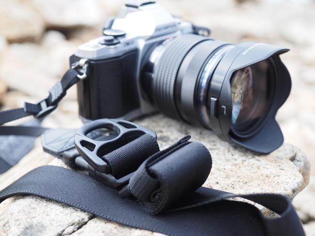 登山用カメラの携帯に伸縮自在のニンジャストラップを試してみた
