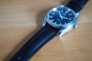 腕時計のベルトをメタルバンドから革ベルトへ交換