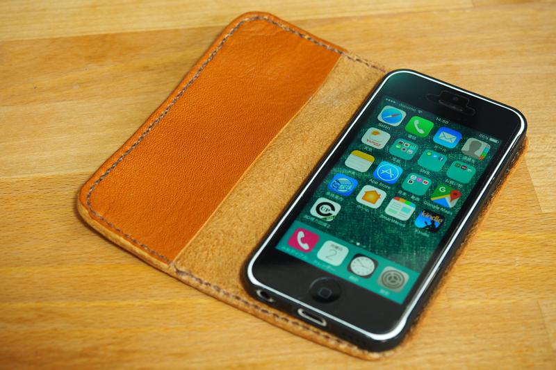 レザークラフトでiPhone 5c用の手帳型レザースマホケースを作った