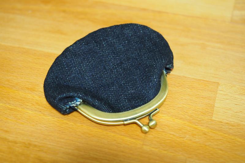 ジーンズの裾上げ時の切れ端でデニムがま口財布を作った