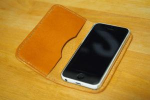 レザークラフトでiPhone 5c用の手帳型レザースマホケースを作った リベンジ編