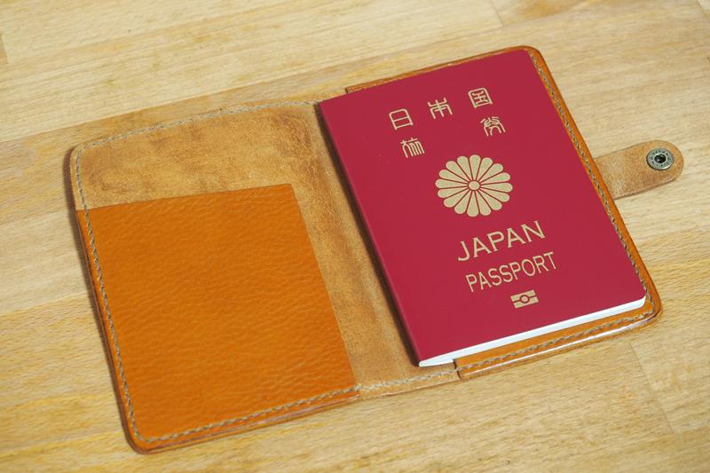 レザークラフトでレザーパスポートケースを作った
