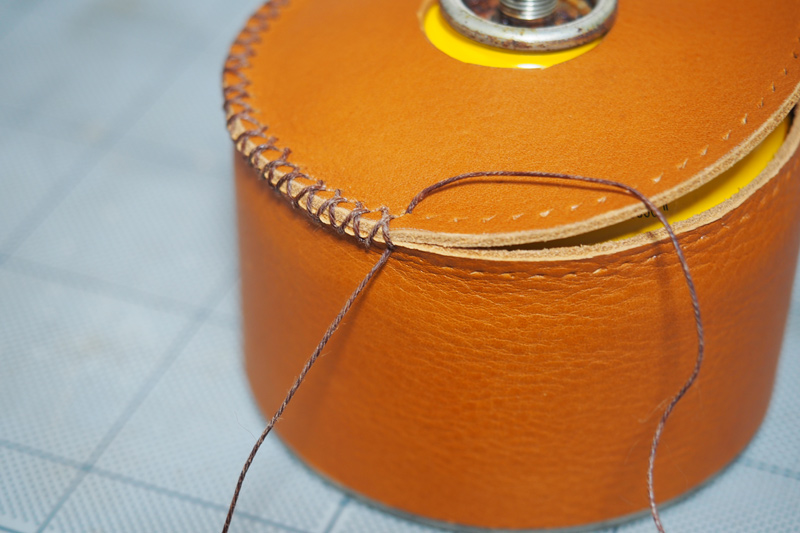 ガス缶(OB缶)用レザーカバーの製作工程