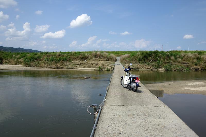 大和川に架かる沈下橋