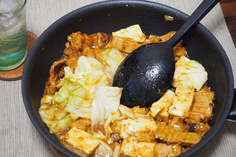 ホルモンとキャベツの味噌炒めを自炊