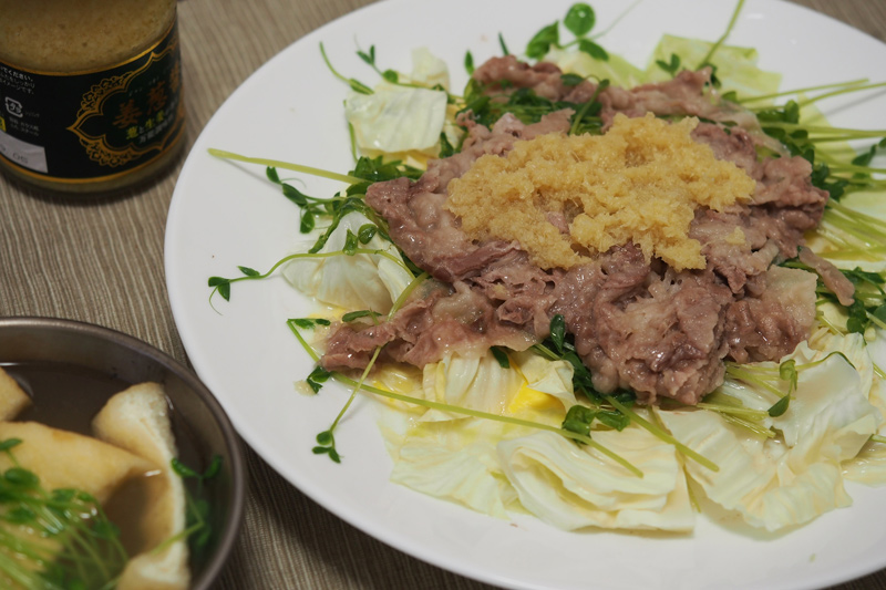 豚肉とキャベツと豆苗のレンジ蒸しを自炊