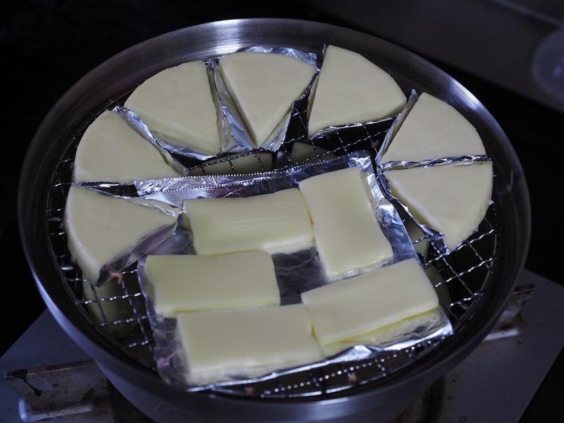 燻製器に食材をセット